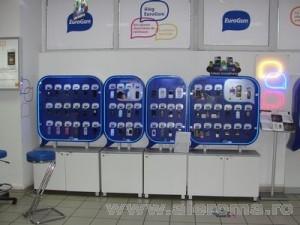 Imagini La EuroGsm, cele mai bine vandute telefoane sunt Dual Sim: un Samsung ieftin si un CAT